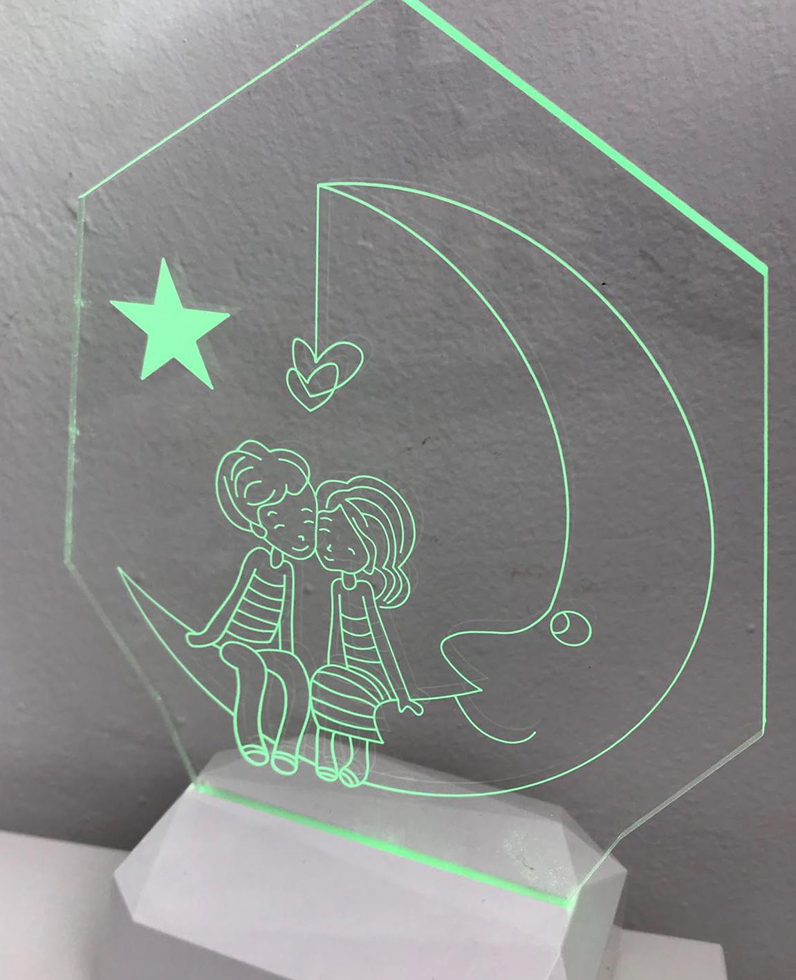 3D Acrilico Forma Poligonale Figura Innamorati Sulla Luna (3DC909) - PZ