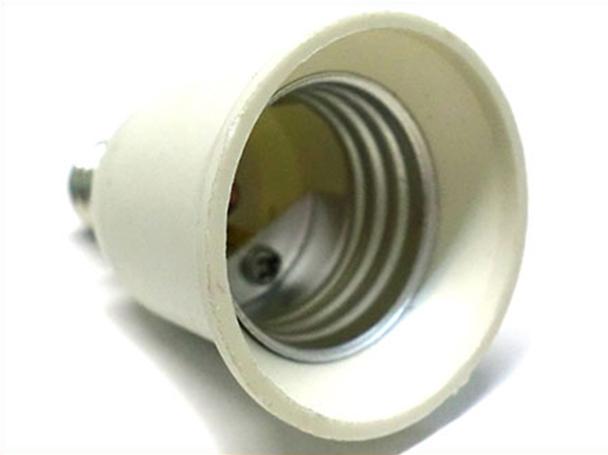 2 PZ Convertitore Adattatore Portalampada Per Lampada Attacco Da E14 A E27 - BUSTA