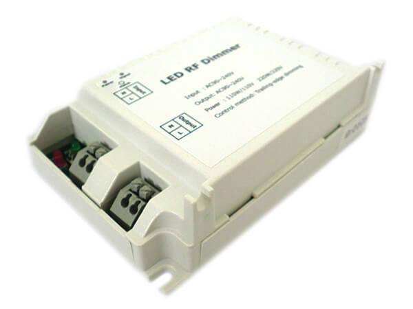Varialuce led triac dimmer scr 220v 200w telecomando for Lampade led 220v